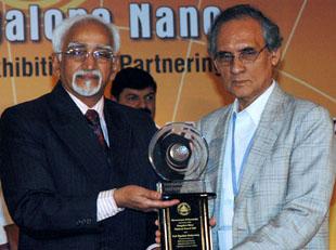 The Vice President, Shri Mohd. Hamid Ansari presenting the 2nd Bangalore Nano National Award to Prof. Dipankar Chakravorty, at the inauguration of Bangalore Nano-2008, in Bangalore on December 13, 2008.