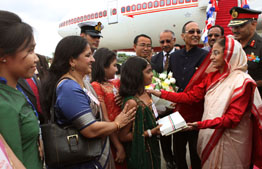 The President, Smt. Pratibha Devisingh Patil being welcomed by the Indian Community on her arrival, at Wattay International Airport,