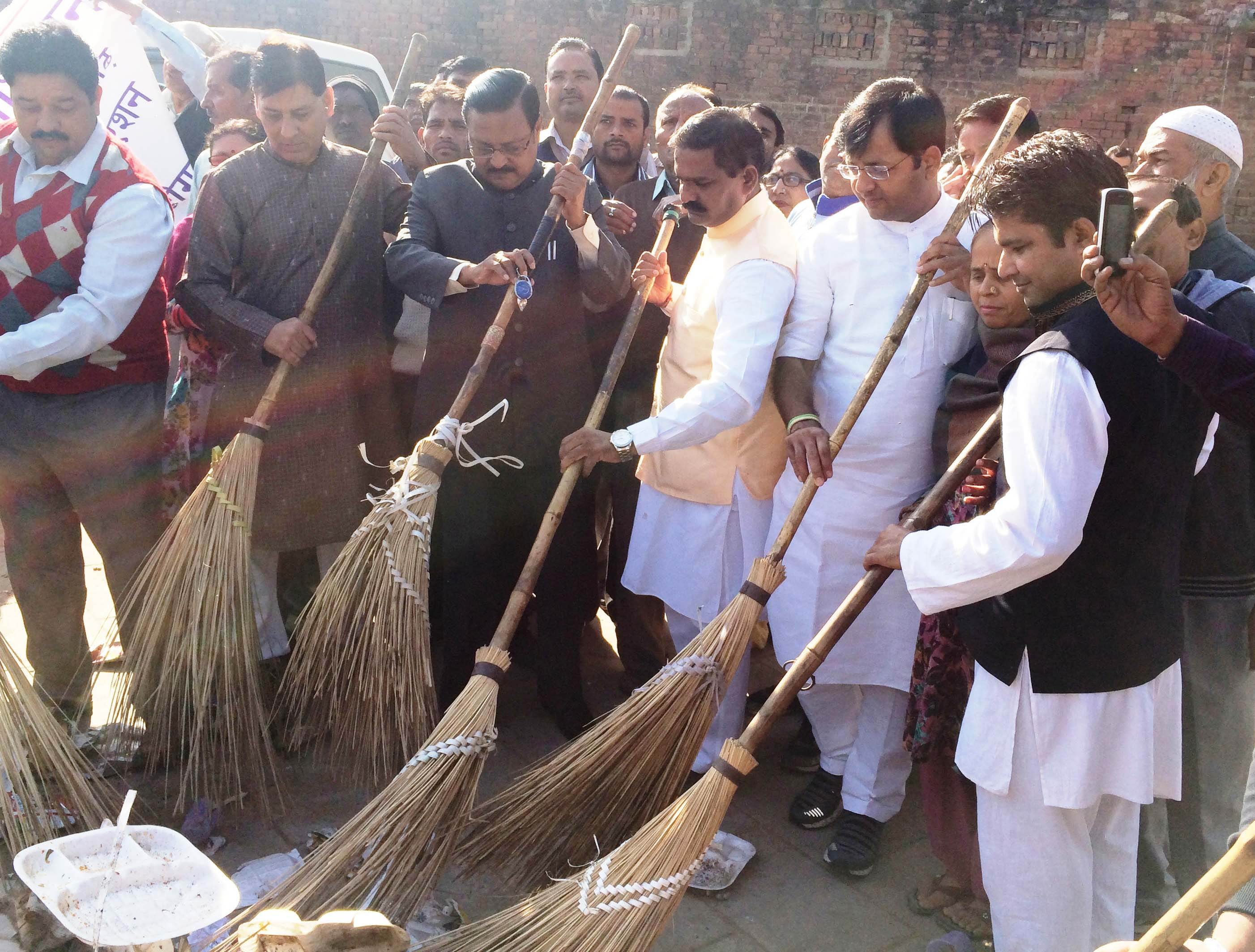 Satya Pal Jain, Davesh Moudgil and Narinder Choudhary participating in cleanliness drive in Daddu Majra Colony