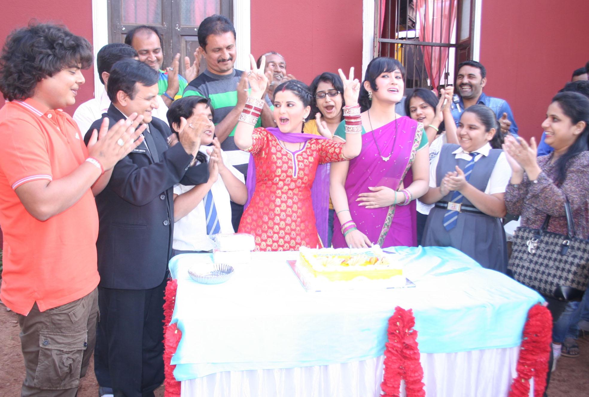 Chidiya Ghar celebrates completion of 800 Episodes with Paresh Ganatra, Sumit Arora, Saaransh Verma, Aditi Sawan & Trishika Tripati