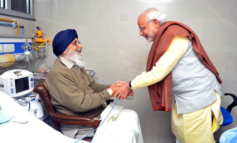 The Prime Minister, Shri Narendra Modi visiting the Chief Minister of Punjab, Shri Parkash Singh Badal at a hospital to enquire about his health, in Chandigarh on January 24, 2016.