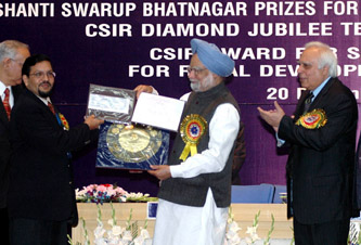 The Prime Minister, Dr. Manmohan Singh giving away the Shanti Swarup Bhatnagar Prize for Science and Technology 2007 to Dr. Anil Bhardwaj of Thiruvananthapuram for his outstanding contribution in Earth, Atmosphere. Ocean and Planetary Sciences, in New Delhi on December 20, 2008. The Union Minister of Science & Technology and Earth Sciences, Shri Kapil Sibal is also seen.