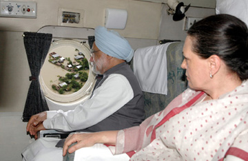The Prime Minister, Dr. Manmohan Singh making an aerial survey of flood-affected areas, in Bihar, August 28, 2008. The Chairperson, UPA, Smt. Sonia Gandhi is also seen.