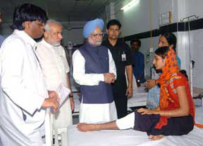 The Prime Minister, Dr. Manmohan Singh meets bomb blast victims at LG Hospital, in Ahmadabad on July 28, 2008.