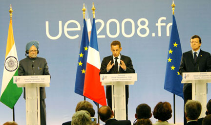 The Prime Minister, Dr. Manmohan Singh, the French and EU President, Mr. Nicolas Sarkozy and the President of European Commission, Mr. Jose Manuel Barroso interacting with media, at the 9th Indo-EU Summit, in Marseille, France on September 29, 2008.