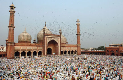People offering Namaz on the occasion of Id-ul-Fitr at Jama Masjid, in Delhi on October 02, 2008.