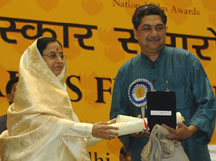 The President, Smt. Pratibha Devisingh Patil presented the Dada Saheb Falke Award for the year 2006 to Shri Tapan Sinha. Photo shows Shri Anindya Sinha S/o Shri Tapan Sinha, receiving the award on behalf of his father on the occasion, at the 54th National Film Awards function, in New Delhi on September 02, 2008.