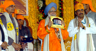 The Prime Minister, Dr. Manmohan Singh at the tercentenary of Guru-ta-Gaddi function at Place of Samagam (Govindbaug), in Nanded, on October 30, 2008.